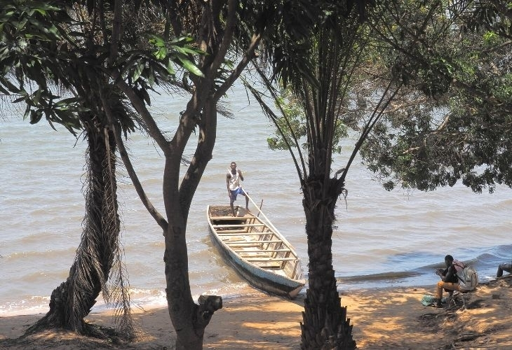 Traversée du lac Togo en pirogue traditionnelle